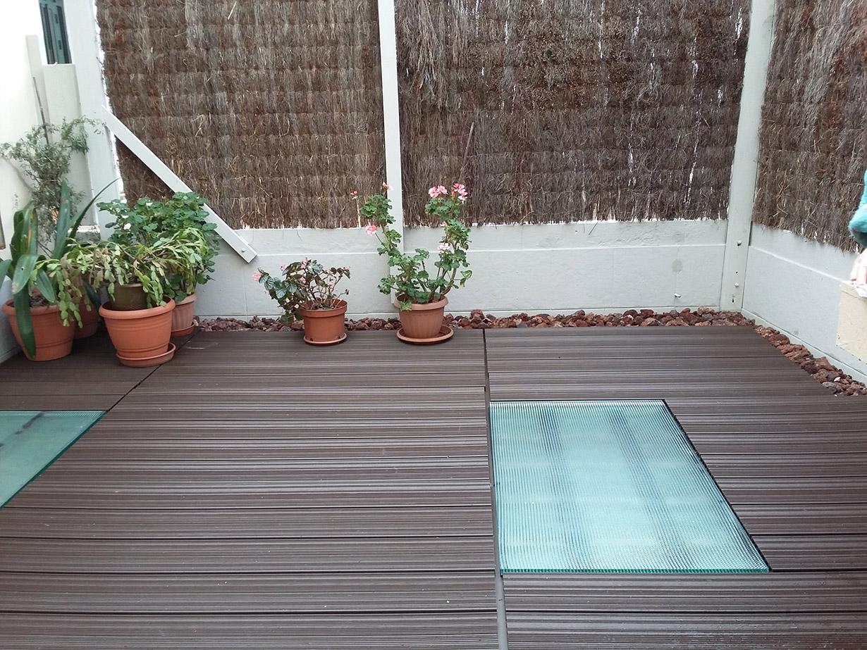Terraza con suelo de composite suelos de pl stico para - Suelos para terrazas exteriores ...