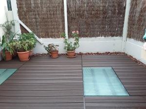 Suelo de terraza cubierto con tabla de plastimadera TEPSA