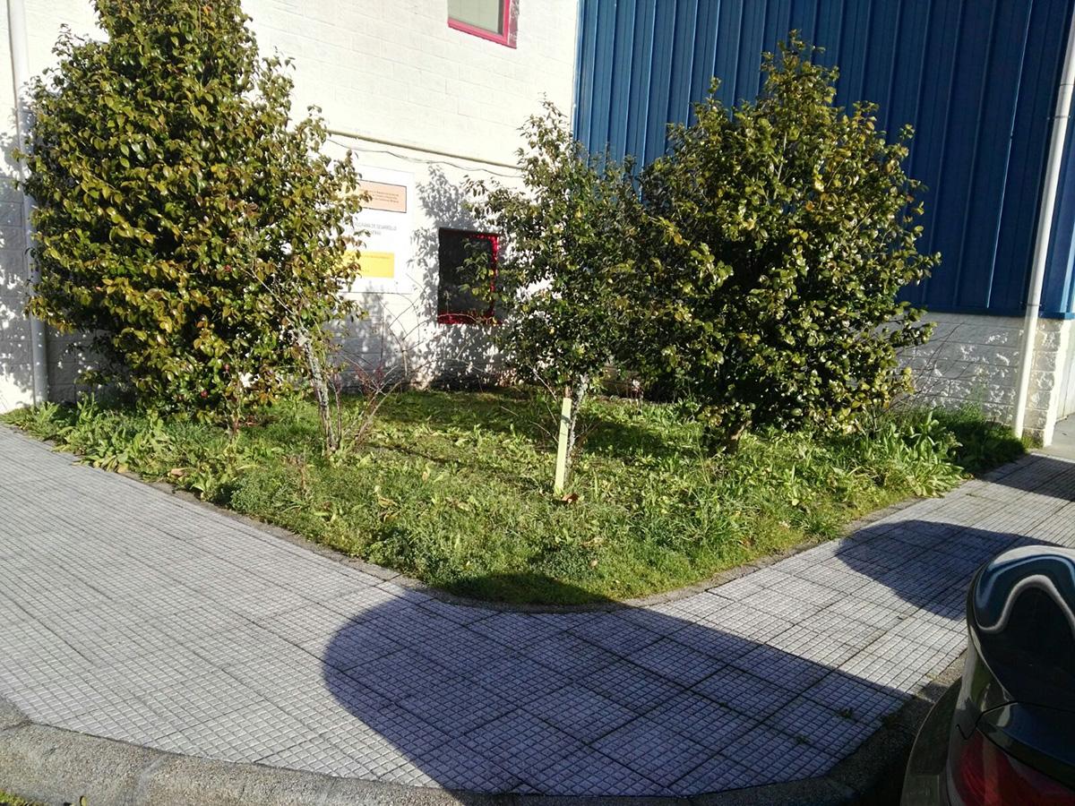 aspecto previo de pequeo jardn with losetas de madera para jardin