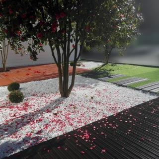 Renovación de jardines con baldosas sintéticas