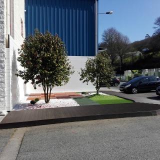 Suelo de exterior sintético en jardin